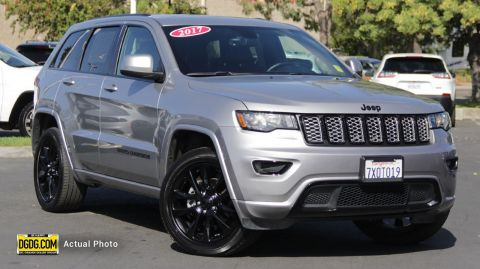 "Pre-Owned 2017 Jeep<br /><span class=""vdp-trim"">Grand Cherokee Altitude 4WD 4D Sport Utility</span>"